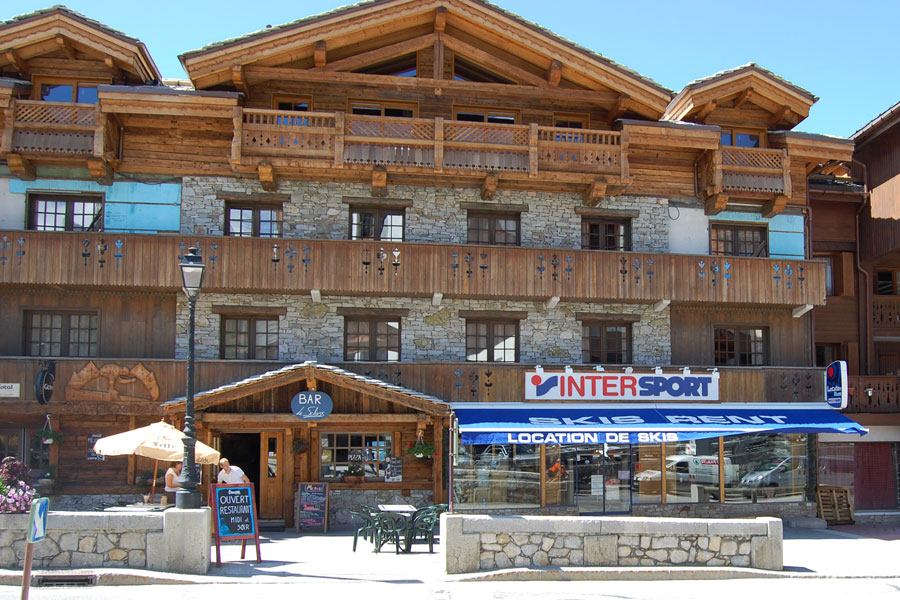 Ski hire Courchevel 1650 Intersport